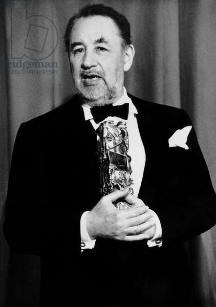 Philippe Noiret With The Cesar (French Movie Prize) For Best Actor on March 5, 1990 (b/w photo)