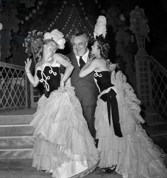 "Operetta ""La Reine des Valses"" at the Theatre des Champs Elysees, Paris, December 19, 1949 : composer Ludwig Schmidseder with Catherine Cheney (l) and Jeannine Wolf (b/w photo)"