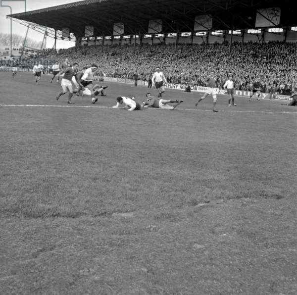 Rugby : Five Nations Tournament : Match France - Ireland on April 11, 1964 in Colombes (France) (b/w photo)
