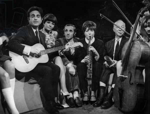"TV Programme ""Bienvenue"" April 13, 1968 : Guy Beart, ?, Charles Aznavour, Annie Fratellini, Pierre Dac (b/w photo)"
