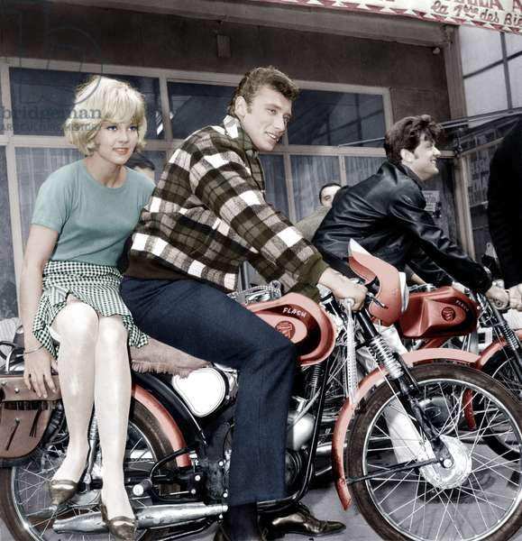 Sylvie Vartan et Johnny Hallyday sur le plateau de film Where Are You From, Johnny ? 22 mai 1963 (photo)