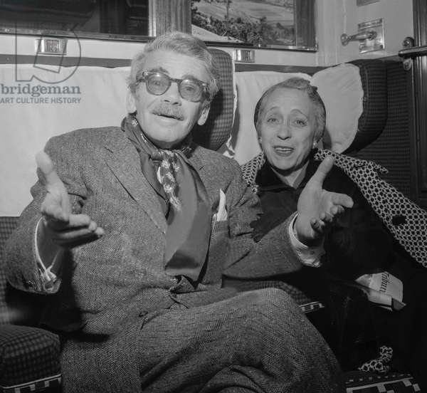 American actor Paul Muni with his wife in Paris in train for Le Havre, October 17, 1960 (b/w photo)