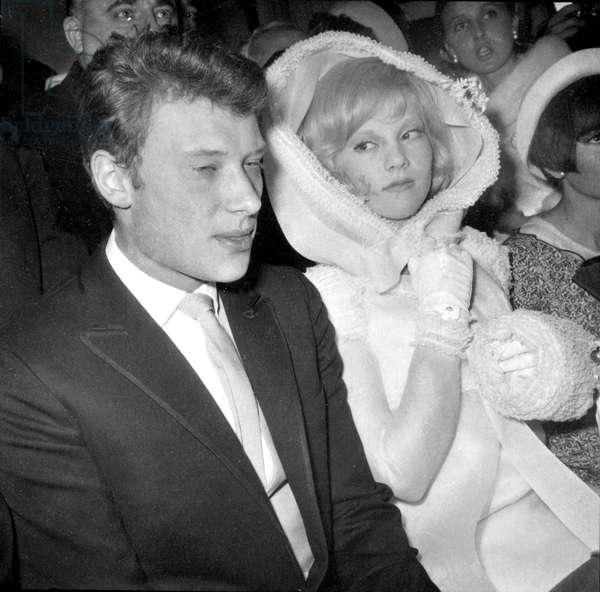 Wedding of Johnny Hallyday and Sylvie Vartan on April 12, 1965 in Loconville (b/w photo)