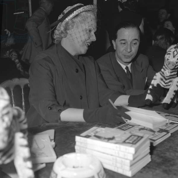 Elvire Popesco and Andre Roussin at the Books sale of the Society of Dramatic Authors and Composers, 1952