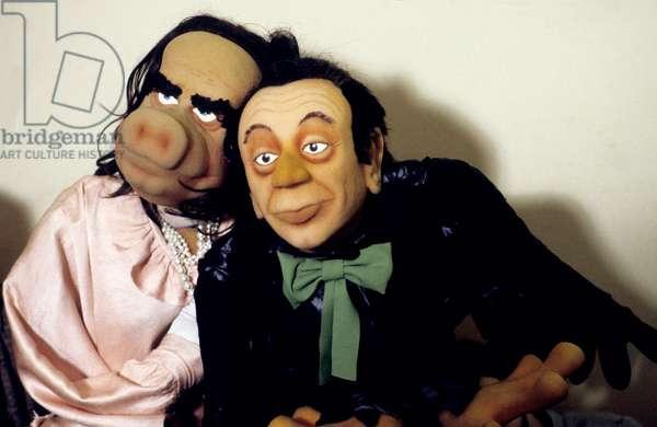 Marionnettes de dessin animé de Georges Marchais et Michel Rocard dans l'émission télévisée Le Bebete Show Décembre 1985 (photo)