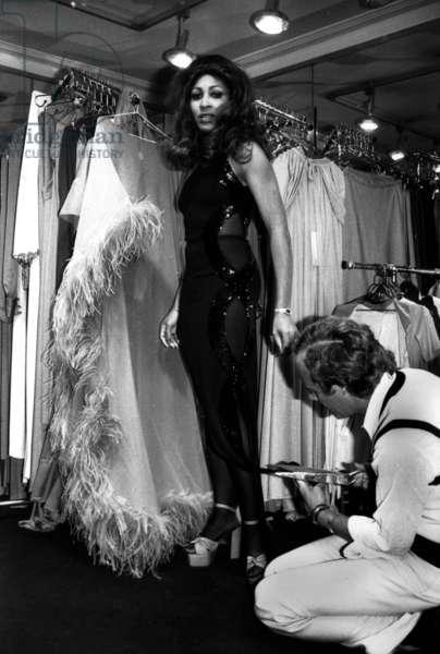 Tina Turner at Loris Azzaro'S Shop For Stage Dress November 8, 1972 (b/w photo)