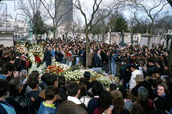 Funeral of Serge Gainsbourg at Montparnasse Cemetry in Paris on March 7, 1991 (photo)