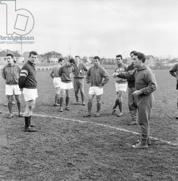 French football team during a training in Reuil on December 9, 1959 : Jean Wendling, Yvon Douis, Vincent, Lucien Muller, Guy Senac , Just Fontaine, Francois Heutte, Albert Batteux (b/w photo)