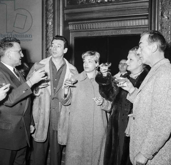"Last rehearsal of play ""The Crucible"" at the Theatre Sarah-Bernhardt in Paris on December 14, 1954 : AM Julien (Aman-Julien Maistre), Yves Montand, Simone Signoret, Elvire Popesco and Marcel Ayme (b/w photo)"