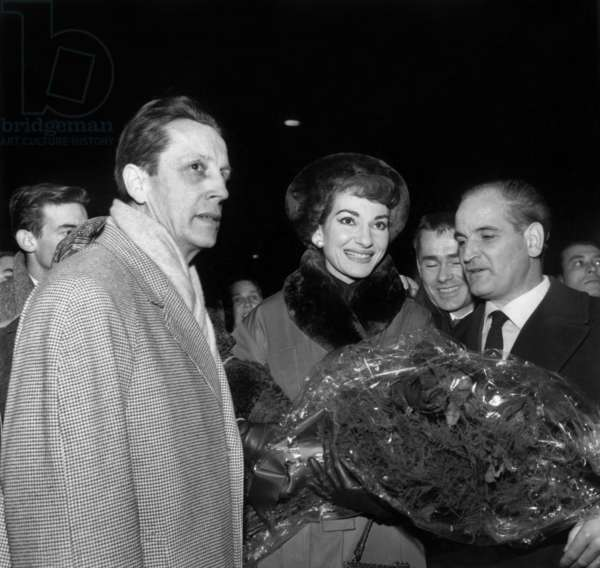 Maria Callas Arriving in Paris Received By Georges Cravennes Decembre 16, 1958 (b/w photo)