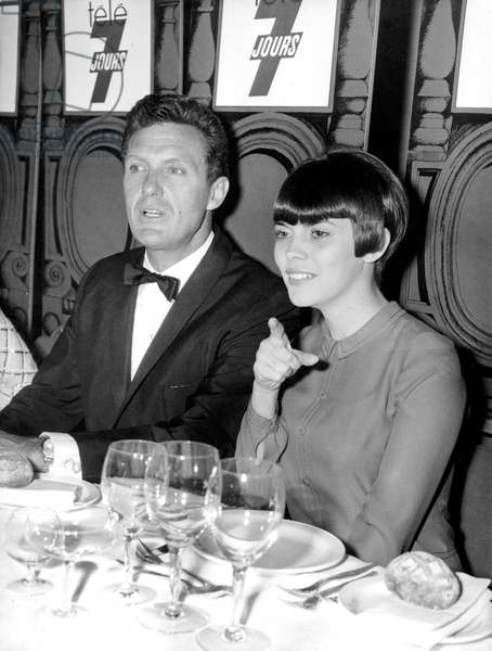Robert Stack Fait and Mireille Mathieu during Diner at Hilton Hotel in Paris May 25, 1966 (b/w photo)