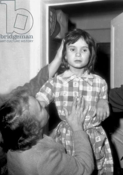 Nadine Plantagenest after her kidnapping in Orange by Andre Berthaud, here in the Paris XIVeme with her grandmother, October 5, 1961 (b/w photo)