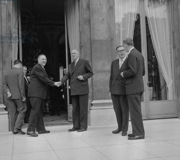 Meeting between France and Luxembourg, Elysee, Paris, September 17, 1960 : Michel Debre, Pierre Werner, general Charles de Gaulle, Eugene Schaus and Maurice Couve de Murville --- Meeting between France and Luxembourg, Elysee, Paris, September 17, 1960 : Michel Debre, Pierre Werner, general Charles de Gaulle, Eugene Schaus and Maurice Couve de Murville (b/w photo)