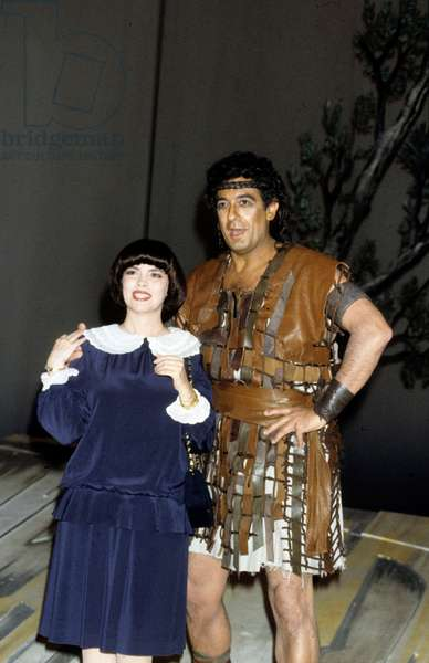 Spanish Tenor Placido Domingo With Stage Clothes and French Singer Mireille Mathieu at The Lido in 1985  (photo)
