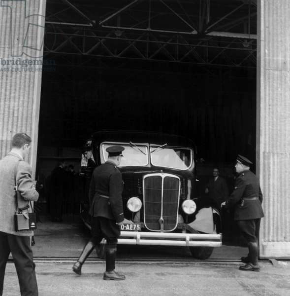 Toussus-Le-Noble Aerodrome : here The Hearse With The Coffin of Christian Dior on October 25, 1957 (b/w photo)