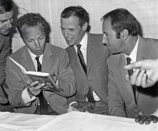 """Raymond Marcillac Encircles Members Of His Team On Television Fetting The Release Of His Book """"20 Years Of Tele And Athletics On June 28, 1967 To Right By Marcillac Thierry Roland A Sa Gauche Robert Chapatte On June 28, 1967 (b/w photo)"""