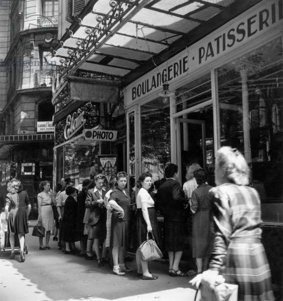 Queue outside a bakery in Paris, 1947 (b/w photo)