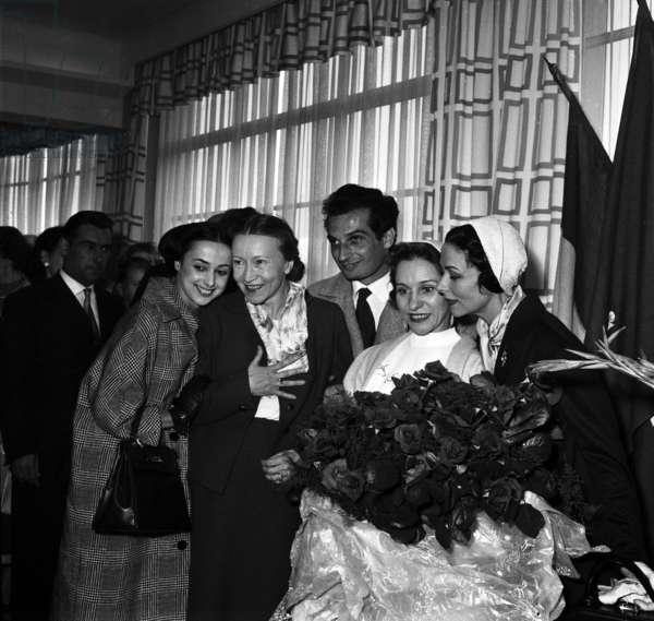 French and Soviet Dancers at Bourget Airport, Paris, May 25, 1958 : Liane Dayde, Galina Oulanova, Michel Renaud, Raissa Strouckova and Yvette Chauvire (b/w photo)