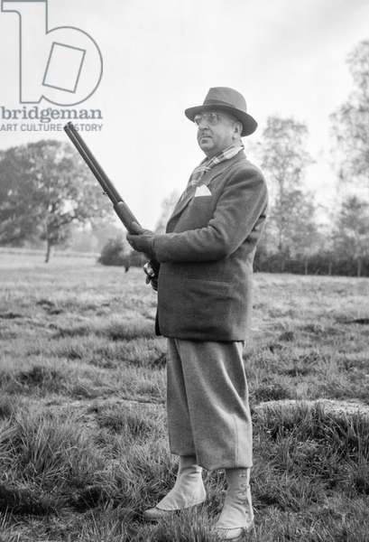 Presidential hunting in Rambouillet, France, October 26, 1950 : the General Muhammad Omer Khan, ambassador of Afghanistan in Paris (b/w photo)