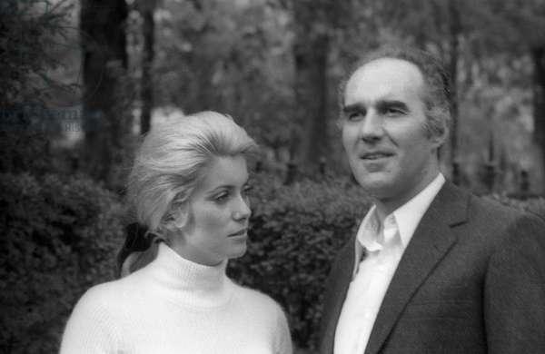 L'actrice française Catherine Deneuve et l'acteur français Michel Piccoli sur le tournage du film d'AlainCavalier «Heartbeat» à Saint Tropez le 18 avril 1968