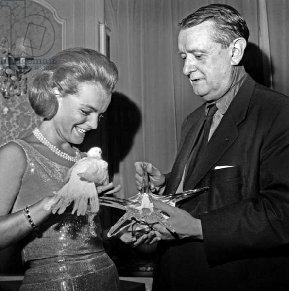 """Romy Schneider Receiving Hands From Georges Auric The Crystal Star Of The Cinema Academy For Foreign Female Interpretation For The Film """"The Proces"""" On June 12, 1963 Neg: B67478 (b/w photo)"""