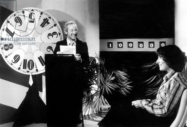 Telefilm Clopin-Clopant avec Lucien Jeunesse et Bernadette Lafont le 10 janvier 1978 : reconstitution du jeu des 1000 francs Neg:CX10234 (photo)