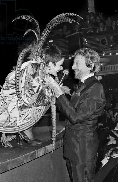 Zizi Jeanmaire and Serge Gainsbourg here during Concert in Bobino, Paris on December 13, 1977 (b/w photo)