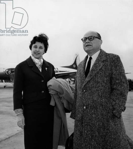 43807Pl Raymond Cartier Journalist Director Of Paris Match With His Wife In Parting By Air France In Nice (b/w photo)