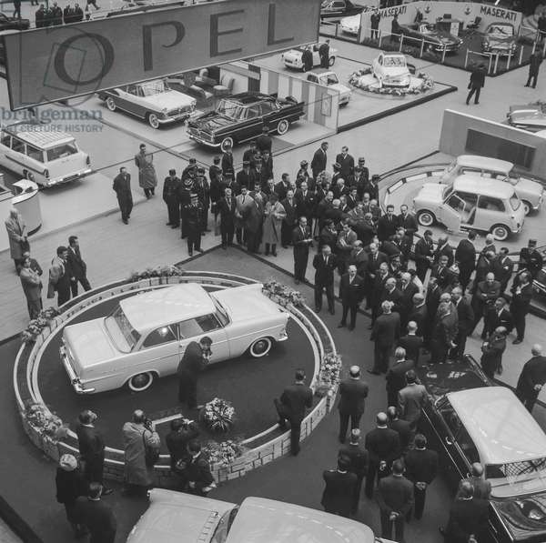 """Paris motor show at the """"Grand Palais"""", October 6, 1960 : opening with French president Charles de Gaulle (b/w photo)"""