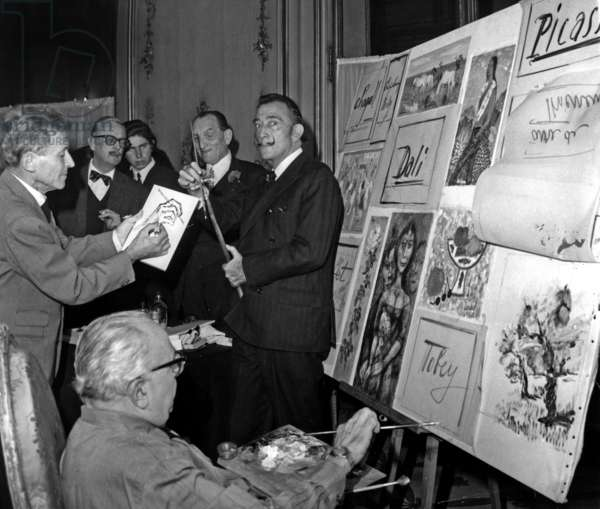 Painter Mac Avoy Buying A Drawing By Salvador Dali While Jacques Favre De Thierrens Is Drawing. Benefits of The New York Auction Goes To The 'Societe Des Amis De L'Enfance', November 4, 1966 (b/w photo)