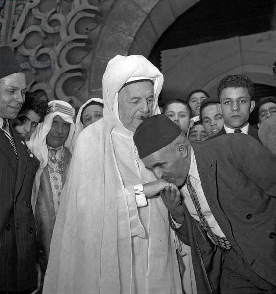 The end of the Ramadan at the Paris Mosque, July 27, 1949 : Si Kaddour Benghabrit (white clothes) (b/w photo)