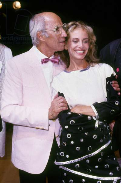 French Fashion Designer Andre Courreges With Actress Sydne Rome For Presentation of Men'S Summer Collection in Boulogne September 9, 1986 (photo)