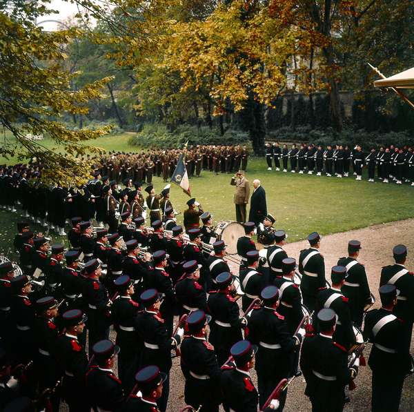 De Gaulle Receiving Winston Churchill With Guard of Honour at Elysee Palace on November 6, 1958 (photo)