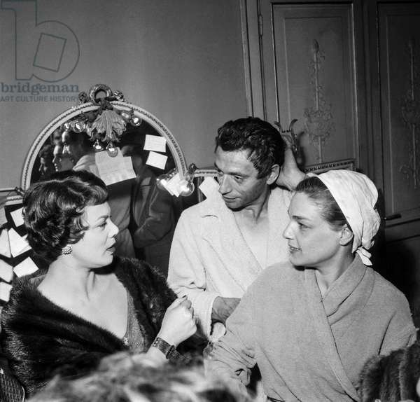 "Yves Montand and Simone Signoret after performance of play ""The Crucible"" at the Theatre Sarah-Bernhardt in Paris on December 17, 1954 (b/w photo)"