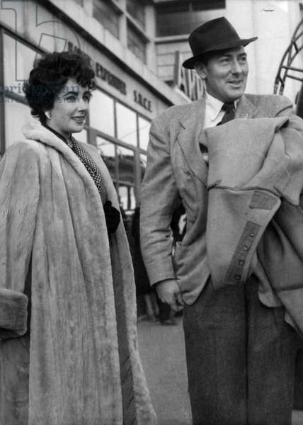 Elizabeth Taylor With Her 2nd Husband Michael Wilding C.1953 (b/w photo)