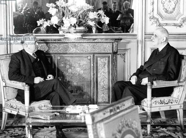 French President Charles De Gaulle With English Prime Minister Harold Wilson at Elysee Palace April 2, 1965 Angleterre England (b/w photo)
