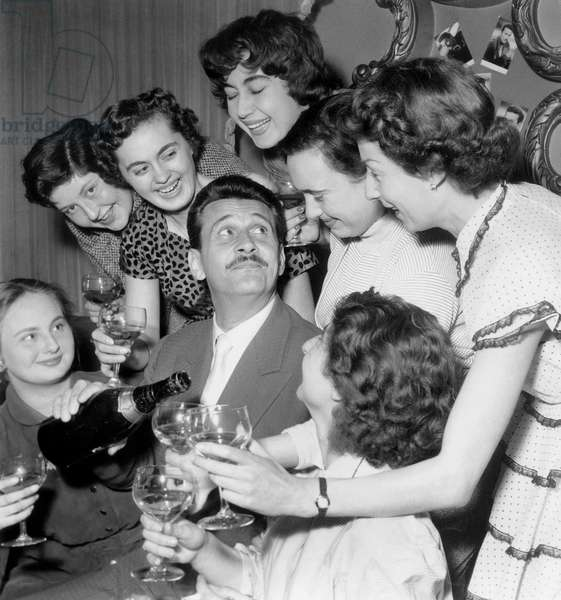 French Actor Franck Villard With Admirers Fans, Drinking Champagne April 25 1955 (b/w photo)