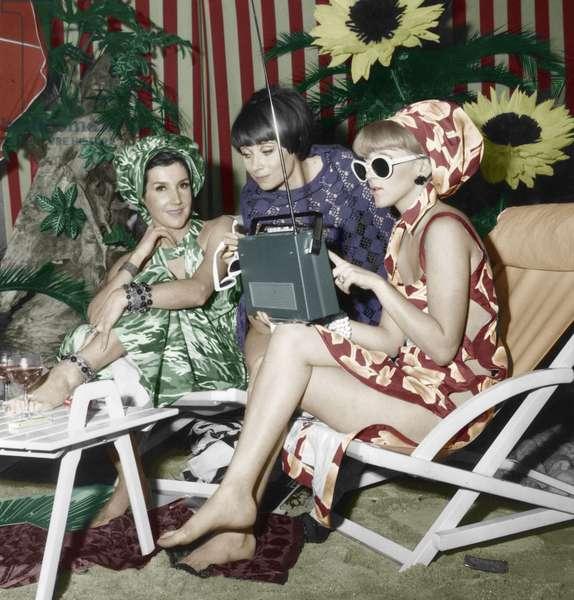 Long Wave Radio Broadcast Tsf on December 15, 1965, (photo)
