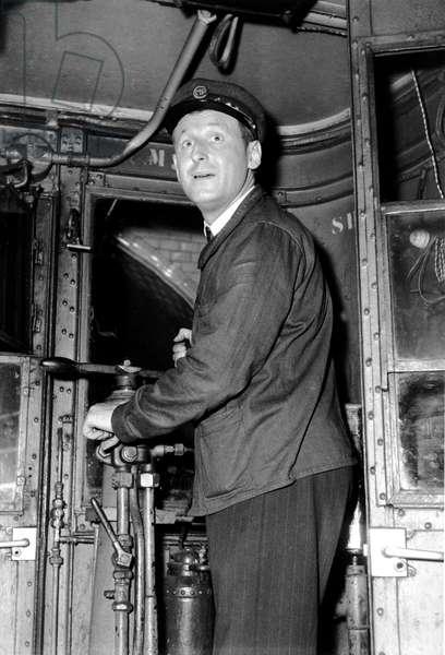 Seul Dans Paris De Hervebromberger Avec Bourvil 1951 (b/w photo)