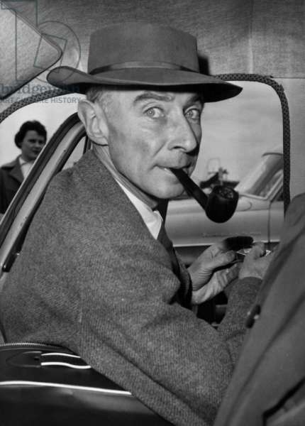 Robert Oppenheimer leaving Orly Airport in 1958 (b/w photo)