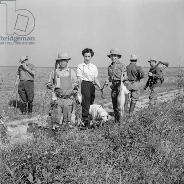 Open season for hunting in France, August 28, 1960 : hunters (b/w photo)