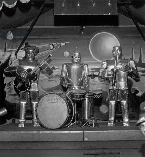 M. Zenon Specht'S Robots Presented at The Fair in Lens (France) in September 1959 (b/w photo)
