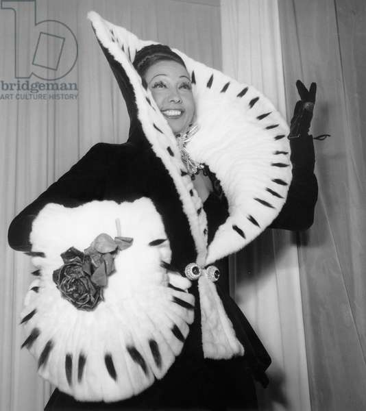 Josephine Baker Trying New Dresses at Pierre Balmain'S on September 22, 1951, Paris (b/w photo)