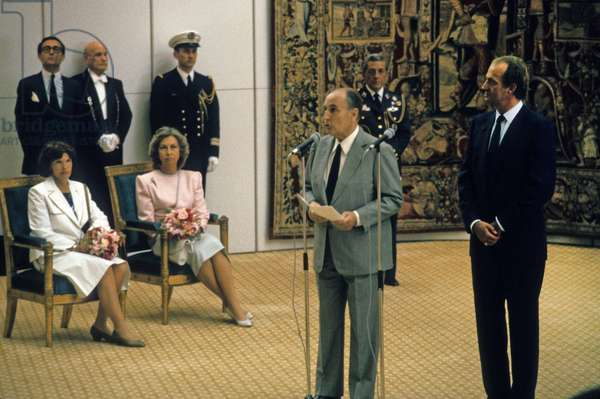 President Francois Mitterrand delivers a welcome address to King Juan Carlos I of Spain at the Orly Airport Salon d'Honour. In the Second Plan, Assizes, Queen Sophie of Spain And Madame Daniele Mitterrand, July 8, 1985. (photo)