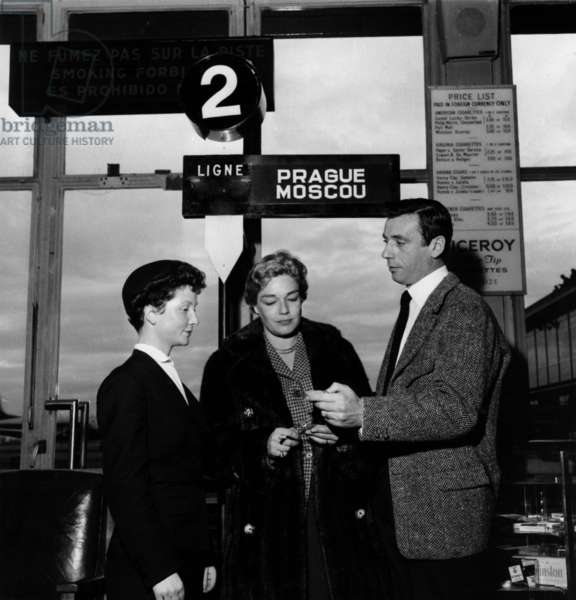 French Singer Yves Montand With Et Simone Signoret Before Going To Moscow December 16, 1956, at Orly Airport, Paris (b/w photo)