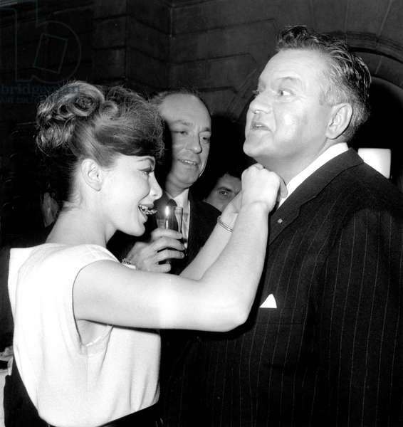 """Juliette Greco and Orson Welle during Cocktail For Film """"Crack in The Mirror"""" November 24, 1959 (b/w photo)"""