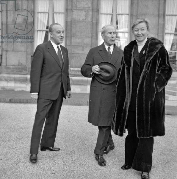 Mr Dorras, Antoine Pinay and journalist Daniele Breem on November 15, 1972 (b/w photo)