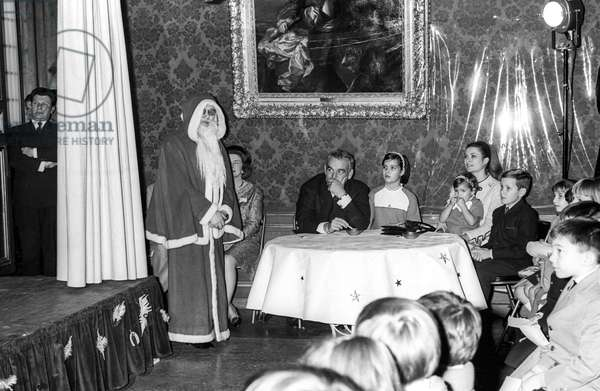 The Christmas for the children of Monaco, at the Prince's Palace of Monaco, December 22, 1967 : Santa Claus, Prince Rainier III of Monaco, Princess Caroline, Princess Grace with Dtephanie and Prince Albert (future Albert II) (b/w photo)