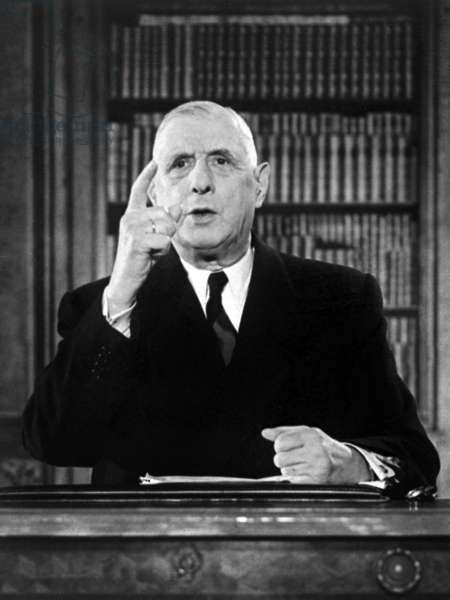 Le General Charles De Gaulle, President Francais, Lors De L'Enregistrement De Son Discours A L'Elysee Confirmant Son Intention De Partir Si Le Referendum Du 28 Octobre (L'Election Du President De La Republique Au Suffrage Universel) Lui Est Defavorable, 18 Octobre 1962 (Le 12 Septembre Il A Annonce Le Tenue D'Un Referendum Pour Le 28 Octobre Sur L'Election Du President De La Republique Au Suffrage Universel.) Neg:83523Pl --- General Charles De Gaulle, French President, during Recording of his Speech at The Elysee Palace on October 18, 1962 (He Says He Will Leave If The Referendum Is Opposed To Him) (b/w photo)