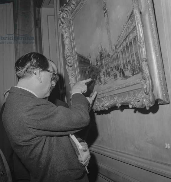 Exhibition in Paris of works of art owned by Calouste Gulbenkian, October 6, 1960 : here French minister of culture Andre Malraux obsrving a painting by F. Guardi (b/w photo)